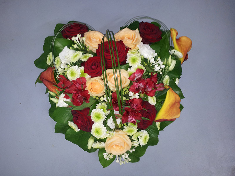 coussin-coeur-deuil-enterrement-orange-rouge-calla-rose-alstromeria-beargrass